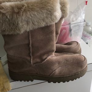 Rampage beige colored faux fur lining boots